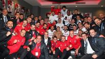 Beşiktaş'ın zafer karesinde bir tek o yok !