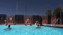 Havuzun üzerinde batmadan nasıl yürüdüğü ortaya çıktı