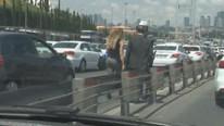 Erdoğan'ın konvoyunda alarm ! Korumalar fark etti !