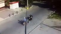 Korkunç kaza kamerada ! 2 motosiklet kafa kafaya çarpıştı