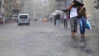 İstanbul'da beklenen yağmur geliyor; Trakya'da evleri su bastı
