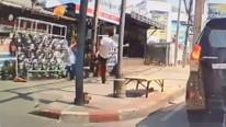 Sokak ortasında şoke eden görüntü ! Sen insan olamazsın !