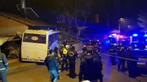 İşçileri taşıyan servis eve çarptı: Çok sayıda ölü var