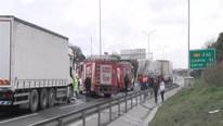 TEM'de trafiği kilitleyen kaza ! Yarım saat kapalı kaldı