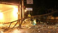 İstanbul'da ağaç devrildi, yol trafiğe kapandı