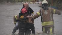 İstanbul'da dere taştı: 12 kişi son anda kurtarıldı