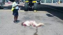 İnanılmaz olay ! Hostes uçaktan düşüp öldü