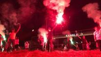 İYİ Partililer'den Kanal D ve CNN Türk önünde protesto
