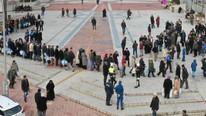 Duyan herkes oraya koştu ! Binlercesi toplandı...