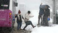 Atkıları, eldivenleri çıkarın ! Kar geliyor, kar !