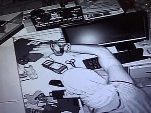 Patron numarası yapan hırsız gözaltına alındı