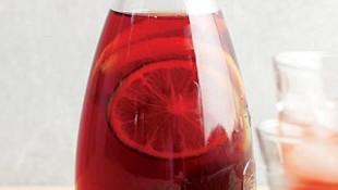 Meyveli soğuk çay ile serinleyin