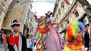 İstanbul Shopping Fest karnaval yürüyüşü yollarda!
