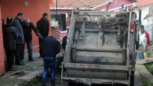 Zonguldakta çöp kamyonunun çarptığı işçi öldü