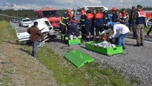 Uşakta trafik kazası: 2 ölü 1 yaralı