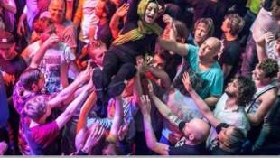 Hollanda rock konserindeki Türk kızını konuşuyor