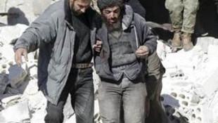 Rus uçakları Suriye'yi vurdu