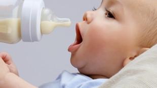 Bebeğinizi yatar pozisyonda beslemeyin !