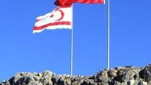 Yıpranmış bayraklar değiştirildi