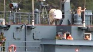 Rus savaş gemisinde askerler nöbet tuttu !