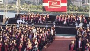 Bilgi Üniversitesi mezunları rektöre sırtını döndü