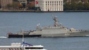 Rus gemileri Boğaz'dan geçti !