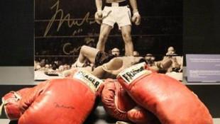 Muhammed Ali'nin eldivenleri satışa çıkıyor