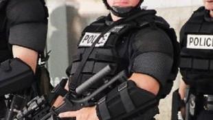 Polis değil sanki cellatlar