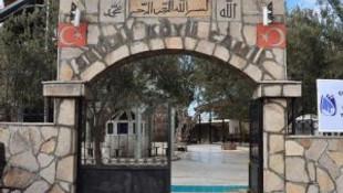 Camide, tapınağın taşları kullanılmış
