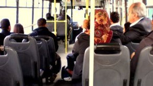 Sivil polisten yolcu otobüsünde trafik denetimi