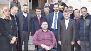 Başbakan engelli vatandaşın yüzünü güldürdü