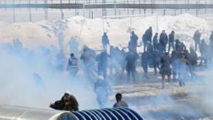 Apo sloganı atan gruba polis müdahalesi