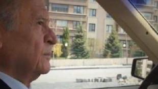 Bahçeli, klasik otomobiliyle Ankara'da tura çıktı