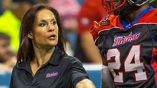 NFL'in ilk kadın antrenörü oldu