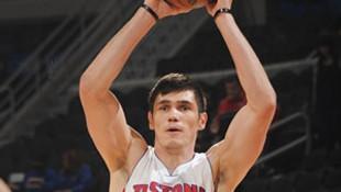 Ersan İlyasova'dan Nets'e 15 sayı