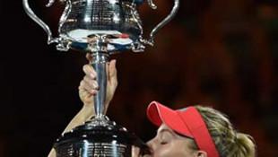 Serena Williams finalde yıkıldı ! Şampiyon Kerber...