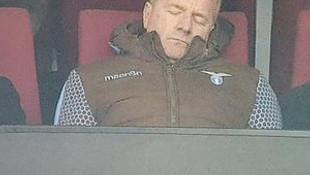 Maç sırasında uykuya daldı !