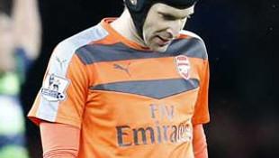 Petr Cech 1 ay yok !
