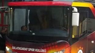 Galatasaray takım otobüsüne 'apron' şoku
