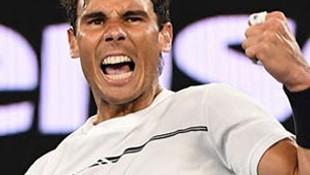Nadal yolu yarıladı