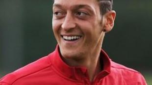 Mesut Özil'den Alman gazeteciye tokat gibi yanıt!