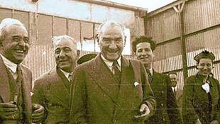 Gülen Atatürk fotoğrafları