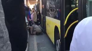 Metrobüs kaza yaptı, trafik durdu
