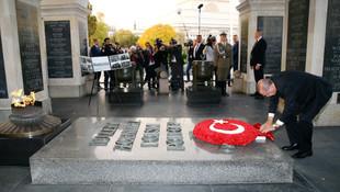 Erdoğan, Meçhul Asker Anıtı'na çelenk bıraktı