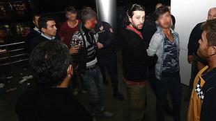 AVM terasında intihar kavgası ! Ortalık savaş alanına döndü