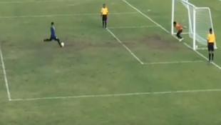 Futbol sahaları böyle penaltı golü görmedi !