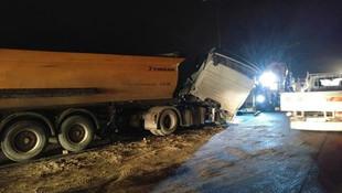İstanbul'da yarış yapan kamyonlar birbirine girdi
