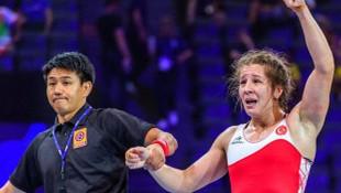 Dünya Şampiyonu sporcumuz Yasemin Adar tacizciyi dövdü