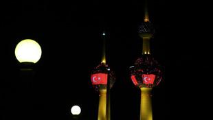 Kuveyt Kuleleri kırmızı beyaz