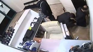 Döviz bürosu çalışanı kendini soydurdu
